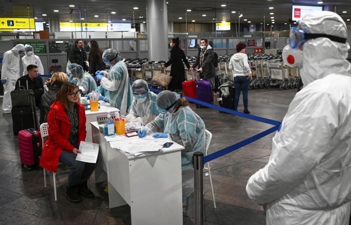 Роспотребнадзор обязал отправлять на карантин всех въезжающих в РФ