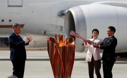 Олимпийский огонь прибыл из Греции в Японию
