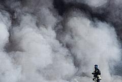 К тушению пожара на подмосковном складе привлекут авиацию