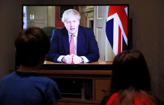 Джонсон отправил британцев на трехнедельный коронавирусный карантин