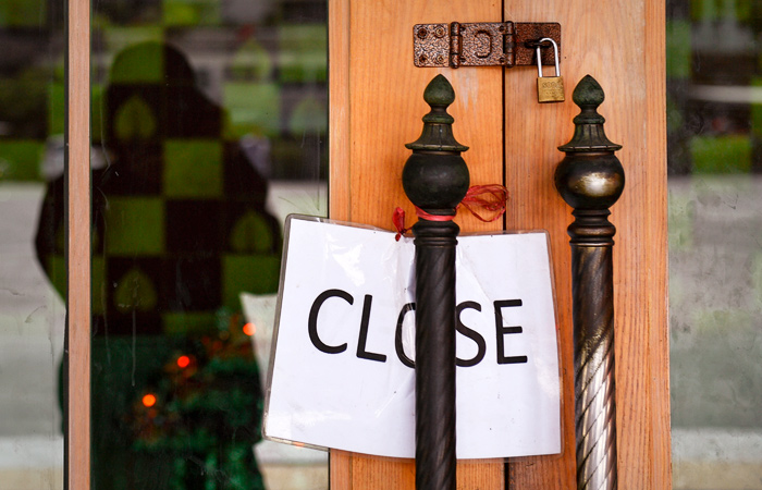 В Москве на неделю закроют все магазины, кроме продуктовых и аптек