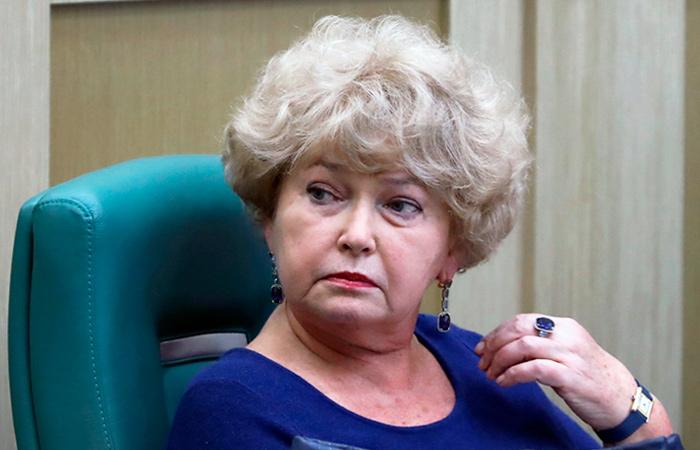 Тест не подтвердил коронавирус у сенатора Нарусовой