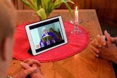 Папа Римский помолился о завершении эпидемии и дал всем полную индульгенцию