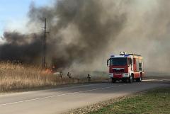 В Ростове-на-Дону возгорание сухой травы охватило 25 гектаров