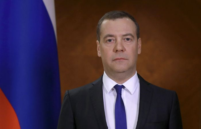 """Медведев назвал """"крайне серьезной"""" ситуацию с коронавирусом в России"""