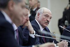 """Лукашенко заявил, что массовая изоляция во время пандемии """"убивает людей"""""""