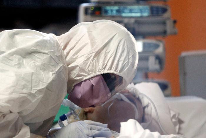 Число жертв коронавируса в мире приближается к 37 тыс.