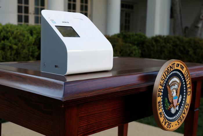 """В США готовы широко применять """"пятиминутные"""" тесты на наличие COVID-19"""
