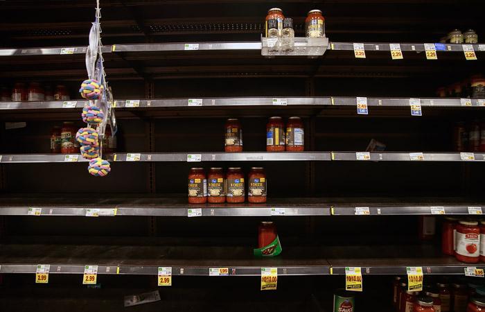 Немецкий психолог объяснил механизм опустошения продуктовых магазинов