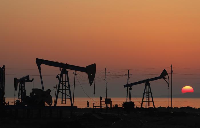 Нефть дорожает на 32% на сообщениях о возможном созыве экстренной встречи ОПЕК+