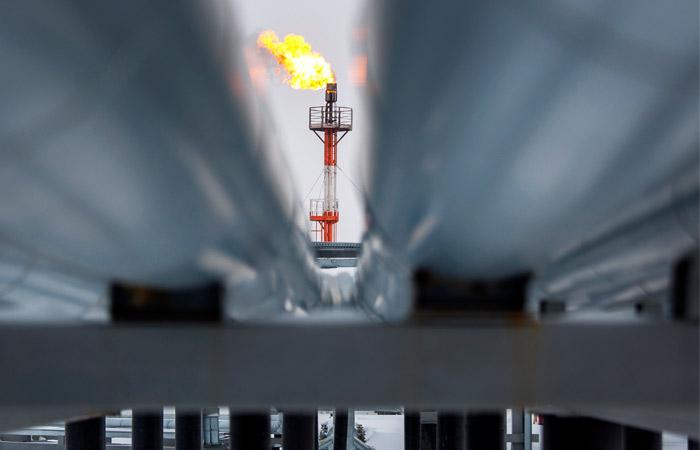 Нефть подешевела после рекордного дневного роста накануне