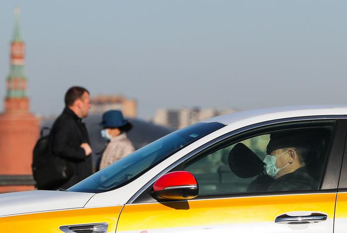 Поездки на такси и личном авто в другой район Москвы разрешили при необходимости