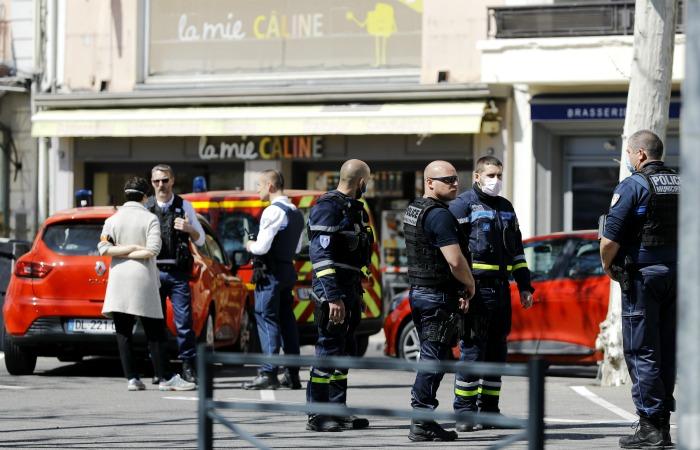 Мужчина зарезал двоих прохожих на юго-востоке Франции