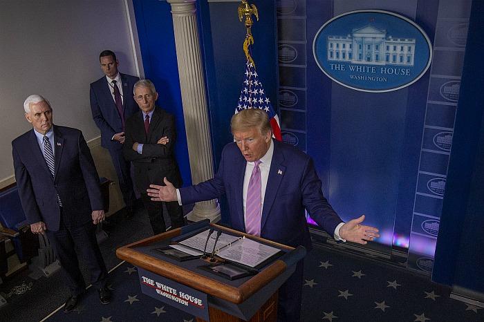 Трамп посоветовал американцам готовиться к самой трудной коронавирусной неделе