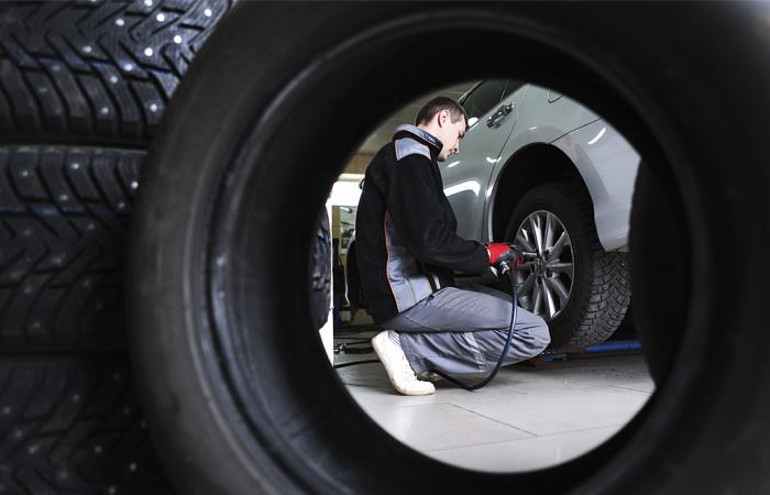 Автодилеры и страховщики попросили Мишустина разрешить ремонт и продажу машин