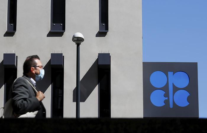 В ОПЕК+ задумались о сокращении добычи нефти на 10 млн б/с