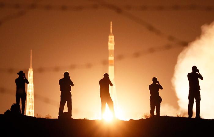 """Ракета-носитель """"Союз-2.1а"""" с новым экипажем МКС стартовала с Байконура"""