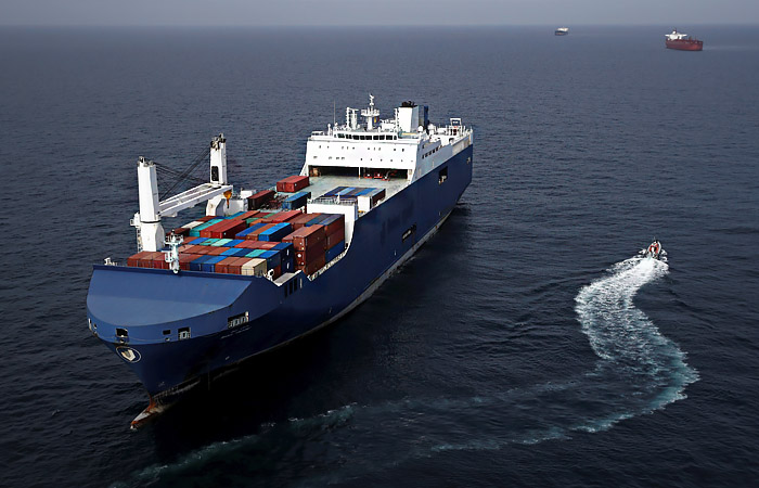 Сто тысяч моряков по всему миру застряли на судах из-за коронавируса