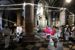 В соборе Парижской Богоматери прошло второе после пожара богослужение