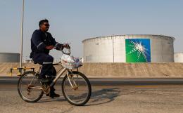 Сенаторы из США потребовали от Эр-Рияда сократить добычу нефти