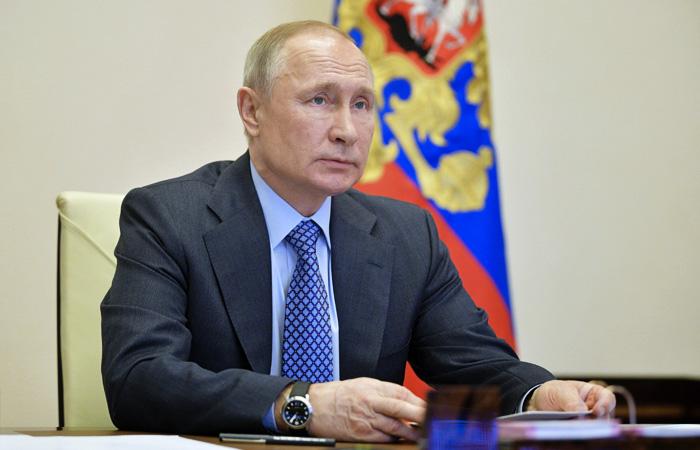 Путин предложил предоставить МСП из пострадавших отраслей средства на зарплаты