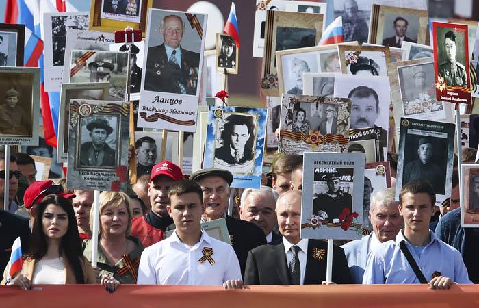 Владимир Путин объявил о переносе парада Победы
