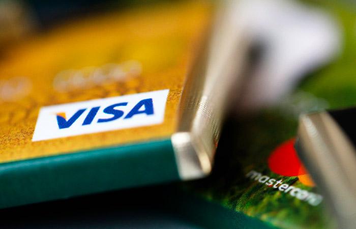 Банковские карты с истекшим сроком действия разрешили использовать до 1 июля