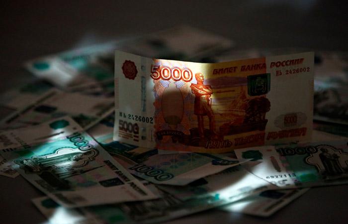 Депутаты Москвы и Петербурга попросили власти выплатить всему населению по 25 тыс. руб.