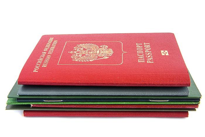 В России продлили срок действия истекающих паспортов и водительских удостоверений