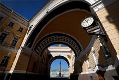 Беглов допустил введение пропускного режима в Петербурге