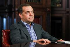 Медведев призвал продавать нефть по принципу take or pay