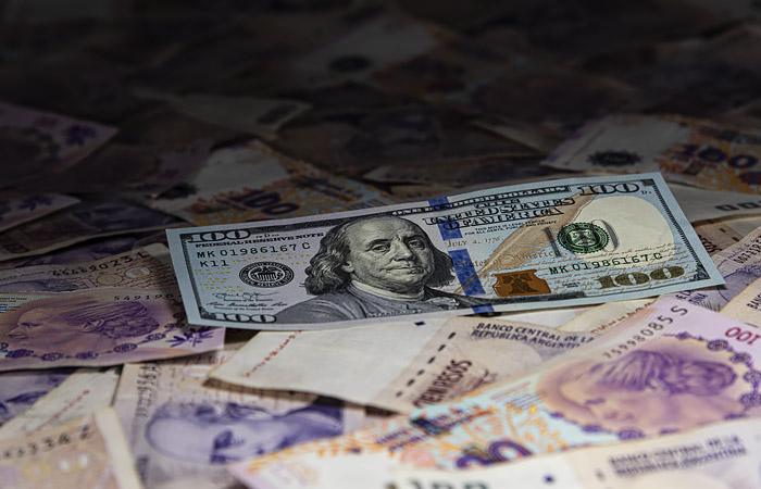 Аргентина просрочила выплату процентов по долгу и вплотную приблизилась к дефолту