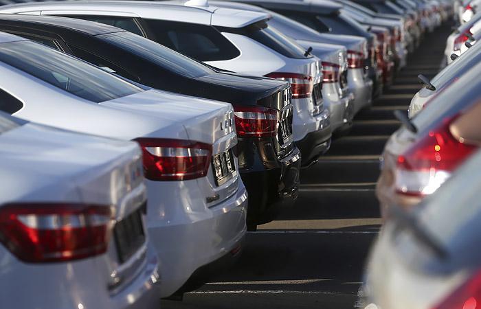 Путин предложил поддержать спрос продажей российских машин со скидкой 10%