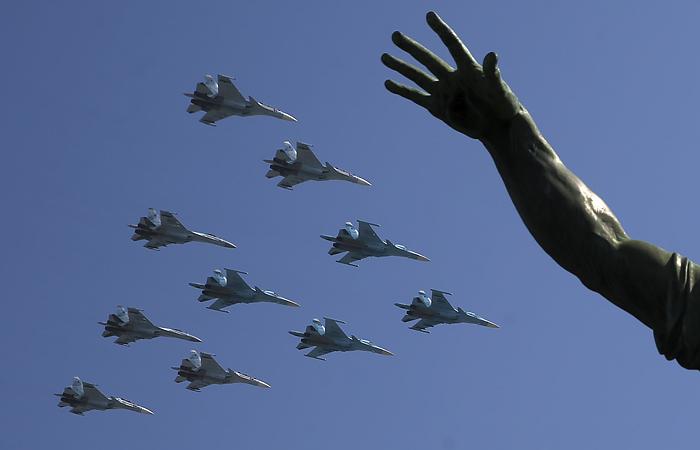 В День Победы военная авиация пролетит над Петербургом и еще 11 городами
