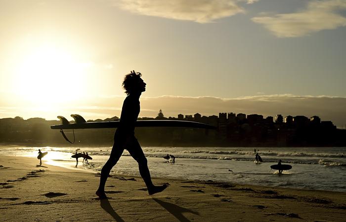 В Австралии и Новой Зеландии начали открывать пляжи и ослаблять ограничения