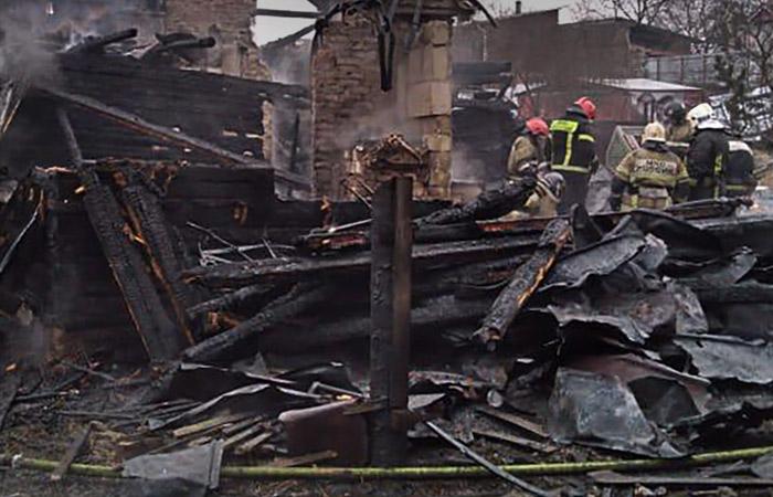 Источник назвал две версии пожара в жилом доме в Выборге