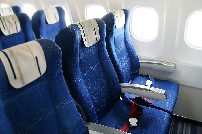 IATA выступила за маски на борту самолета, но против пустых кресел между пассажирами