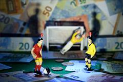 Эксперты предрекли рынку футбольных трансферов в Европе потерю €10 млрд из-за COVID-19