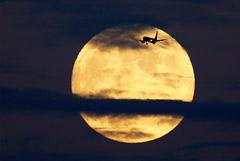 В Кремле пообещали проанализировать планы США насчет Луны с позиции международного права