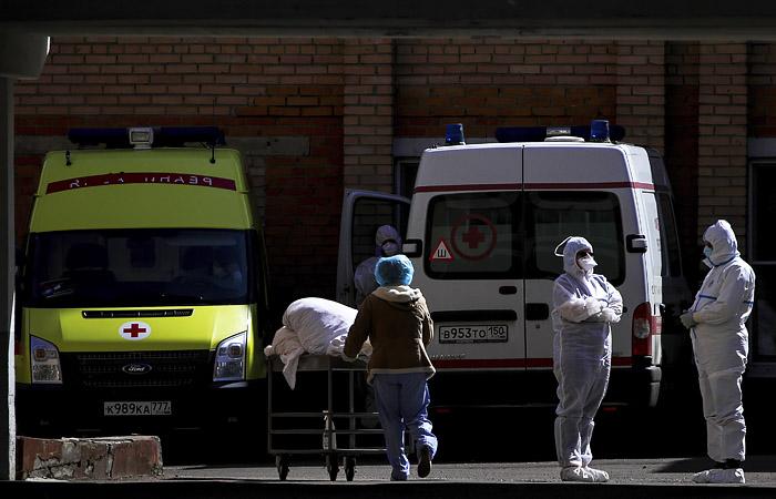 Мурашко раскрыл число медиков, привлеченных для работы с больными COVID-19