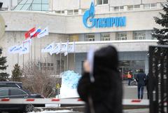 """""""Газпром"""" попробует возвращать персонал в офисы после тотальных тестов"""