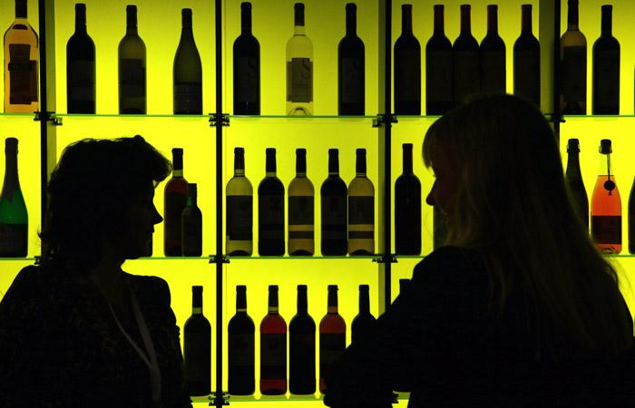 Глава Минздрава предложил не продавать алкоголь гражданам моложе 21 года