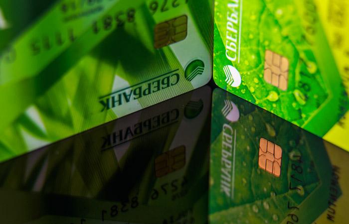 Сбербанк продлил обслуживание карт с истекшим сроком действия
