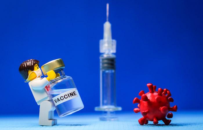 Мурашко заявил, что первые вакцины от коронавируса появятся уже в конце июля