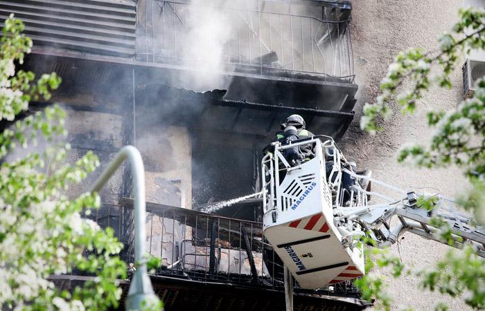 Жилая многоэтажка загорелась на Фрунзенской набережной в центре Москвы