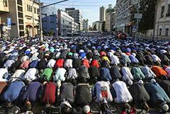 Ураза-байрам в этом году пройдет без массовой молитвы у Соборной мечети в Москве
