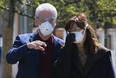 Собянин уточнил, что носить маску на улице в Москве сейчас необязательно