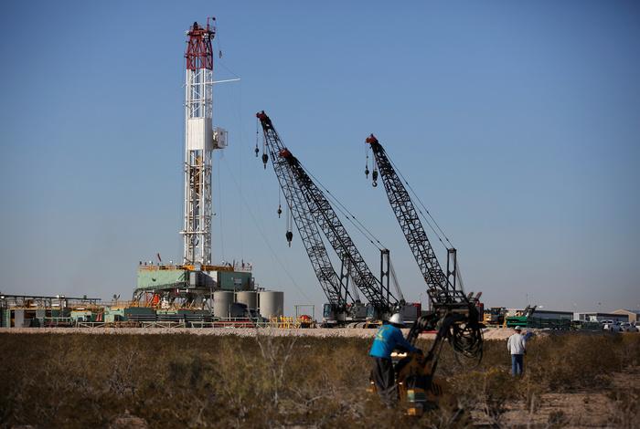 Число нефтегазовых буровых в США упало до рекордного минимума