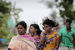 Мощный шторм обрушился на прибрежные районы Индии и Бангладеш