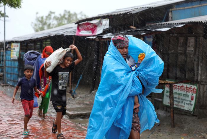 """Циклон """"Амфан"""" унес жизни 14 человек в Индии и Бангладеш"""